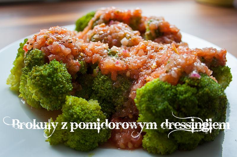 Brokuły z pomidorowym dressingiem